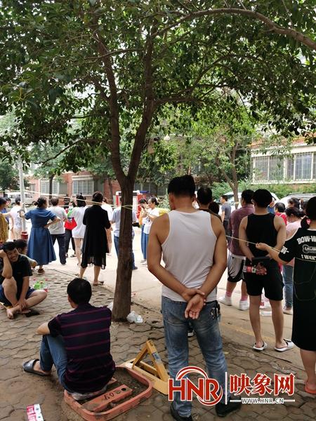 郑州市茜城花园3栋居民楼有危险148户居民撤离 专家组已进入进