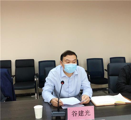 河南华信阳光教育科技集团副总经理、林州建筑职业技术学院理事长谷建光做工作汇报