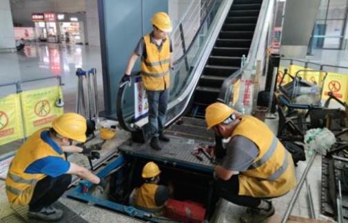 郑州东站因暴雨涉水电梯已全部检修完毕正常运行