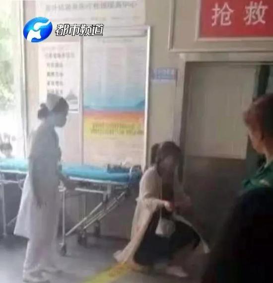 疑因被說胖 駐馬店女子當街刺死男友后割腕自殺