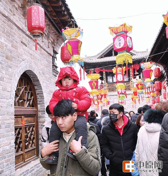 春节假期,二七区建业大食堂新春庙会举行