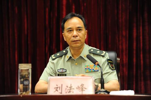 省军区副政委、省征兵领导小组副组长刘法峰出席会议并讲话
