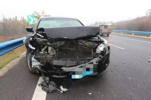 郑州市民高速匝道内超速行驶 一脚刹车致损失2万多元