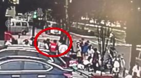 郑州七旬老人突然倒地 三位陌生人不约而同出手相救