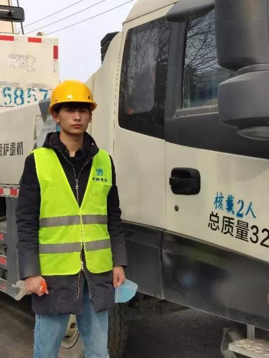 """大年初三,河南这个大学生自己包车来到""""河南版""""小汤山建设工地!"""