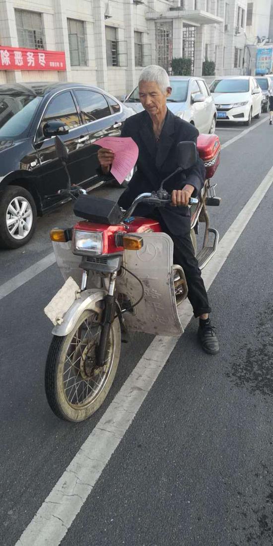 驾驶人:刘国青
