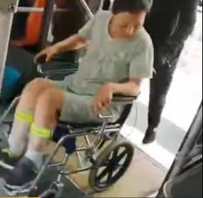 郑州这个公交小哥火了 他做的这件事让网友纷纷点赞