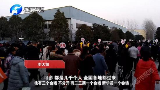 记者被安排参加新人会场