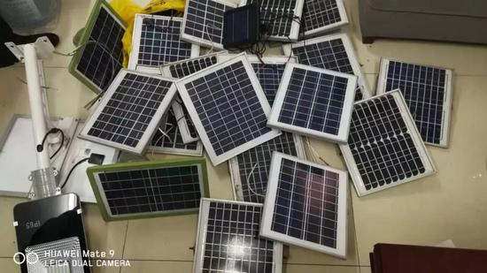 ▲警方起获的太阳能板