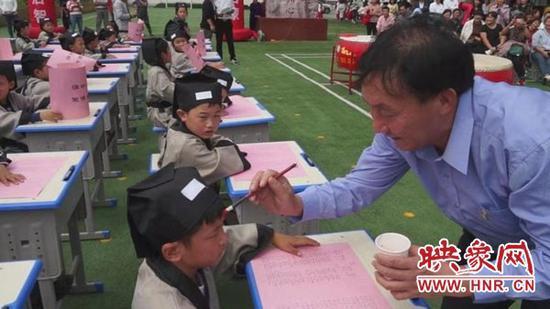 """西平县实验小学举行一年级新生""""开笔礼""""仪式"""