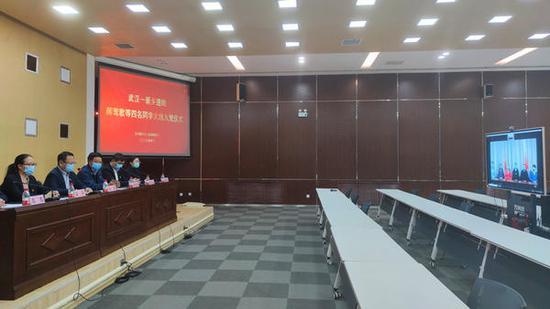 """在武汉""""隔空""""火线入党,河南姑娘郝莺歌收到""""最想要的实习鉴定"""""""