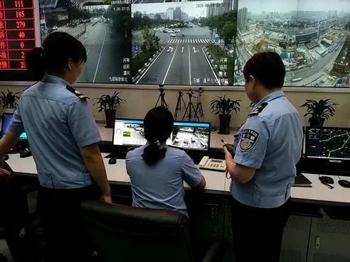 7分钟 警医携手 洛阳街头上演生死救援!