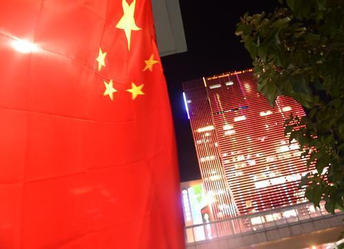 郑州:装扮美丽迎国庆(图)