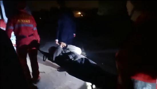 林州脑梗老人走失急坏家人 救援队深夜找到护送回家