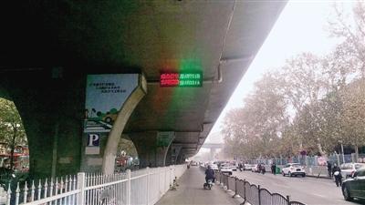 绿色字体显示2个被抓拍的机动车牌号
