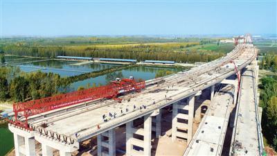 郑济铁路郑州黄河特大桥全面转入桥面施工