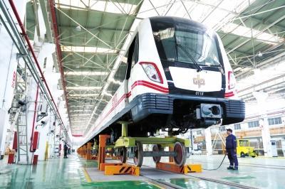 地铁列车的底盘、电机等部件都将一一进行检修