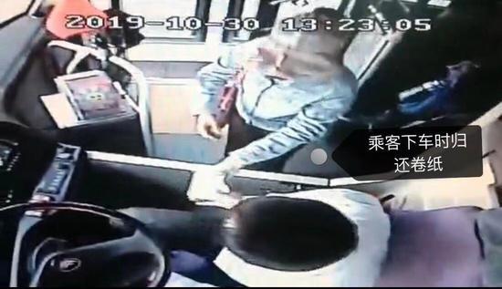 郑州暖心车长为晕车乘客送纸 次日收到当事乘客感谢信