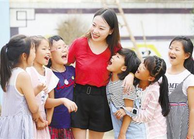 闫子轩和学生。