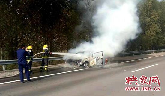 警示提示:高速公路车辆着火事故自燃占8成 不检查车况后果很严重