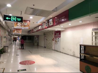 超市入口通道商家悉数闭店
