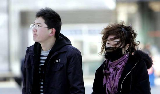 明天才立冬,可是冷空气迈着六亲不认的步子,今天又在大河南溜溜逛了一天。