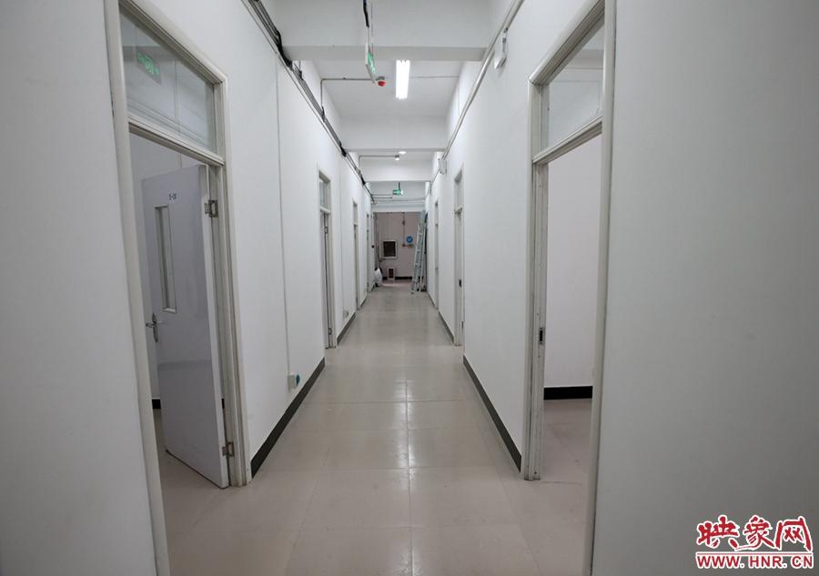 综合楼内的走廊