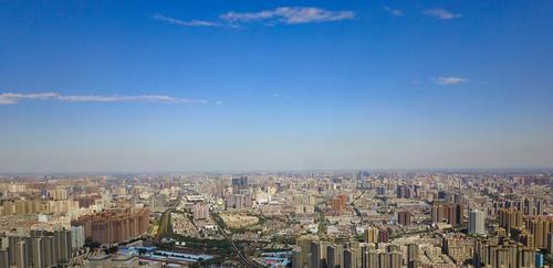 ▲郑州西的山清晰可见 郑报融媒记者 马健 图