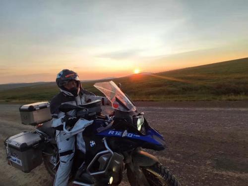 华人石庆方完成骑行全美第二段旅程。(美国《世界日报》/石庆方提供)