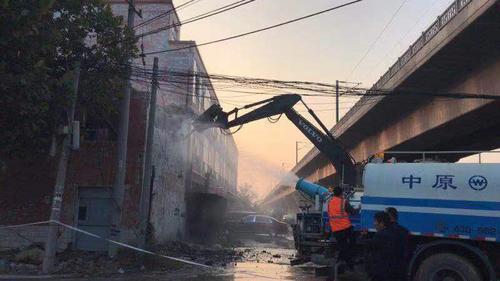 郑州铁路沿线的违法建设将在元旦前清完 已拆除过半