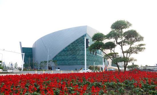 花丛中的大剧院