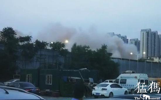 郑州西区36年地标白鸽宾馆在凌晨爆破 成为记忆
