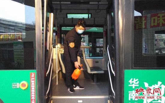 清明小长假 郑州公交合理调派车