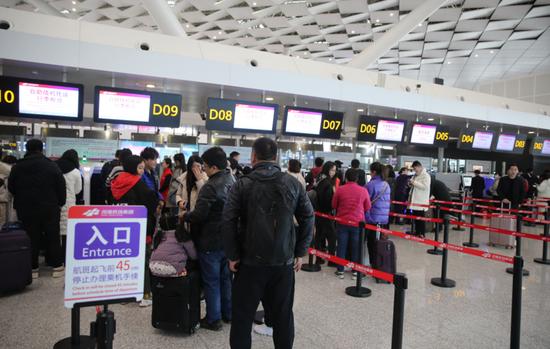 近5万人由郑州乘飞机到国外过年 家庭出游是消费主流