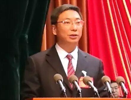 下午4时30分许,新当选的漯河市人民政府市长刘尚进,发表了热情洋溢的讲话。