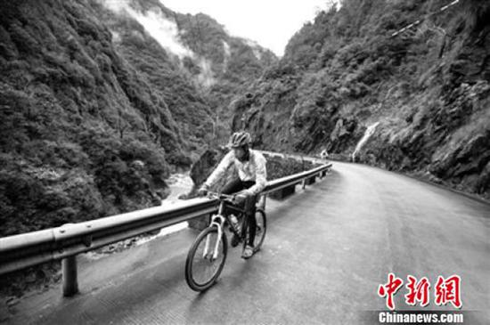 张少洋参加骑行活动