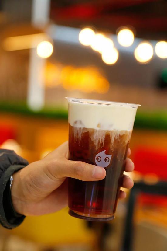 法式奶霜红茶里选用的是来自斯里兰卡的锡兰红茶,