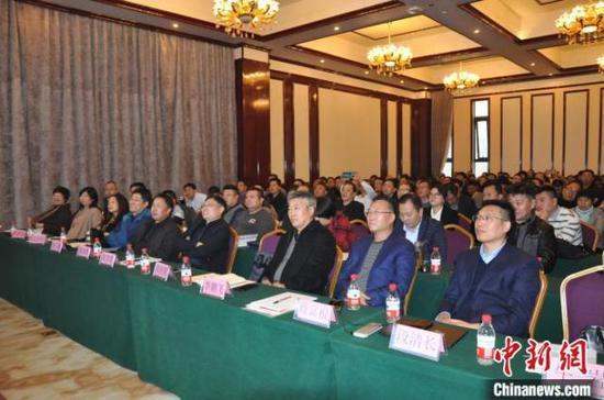 在郑州举行的河南省家禽业协会年会现场 韩章云 摄