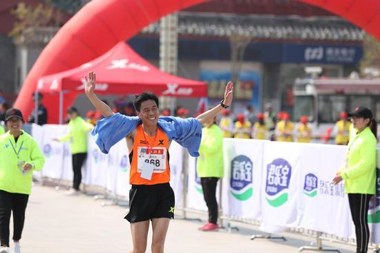 作者:韵动中国·2018君乐宝郑开国际马拉松赛注册大学生记者 冯雯钰