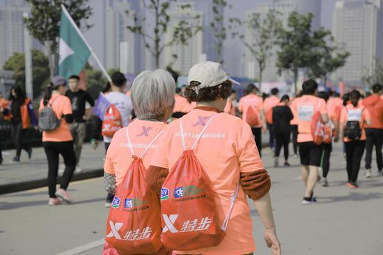 作者:韵动中国·2018君乐宝郑开国际马拉松赛注册大学生记者 乔明月