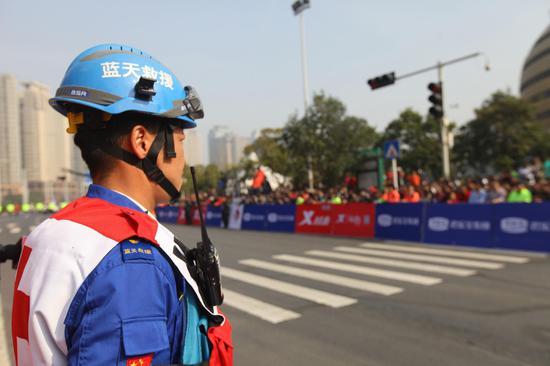 作者:韵动中国·2018君乐宝郑开国际马拉松赛注册大学生记者 张景智