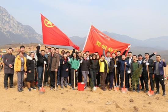 """广发银行郑州分行积极组织开展义务植树和""""3.15""""金融消费者宣传活动"""