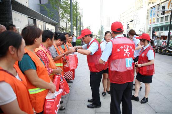 丹尼斯集团开展志愿活动 助力市貌提升