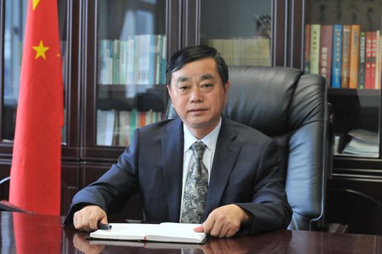 郑州市经济贸易学校校长 于志明
