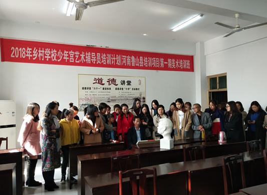 市文艺志愿者高武昌为鲁山县学员教授素描