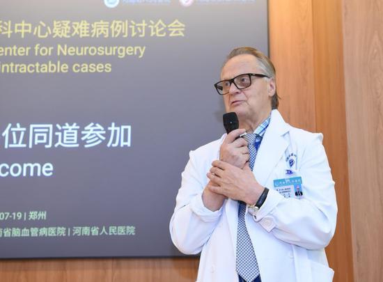 国际神经外科界顶级专家尤哈·赫内斯涅米