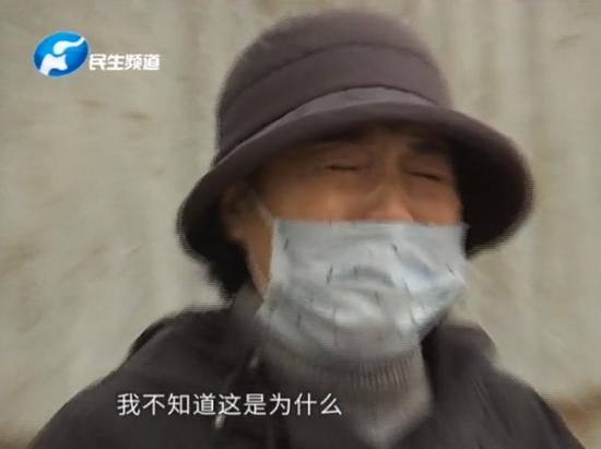搬家车路上自燃家当烧成灰 郑州女子痛哭:回忆烧完了