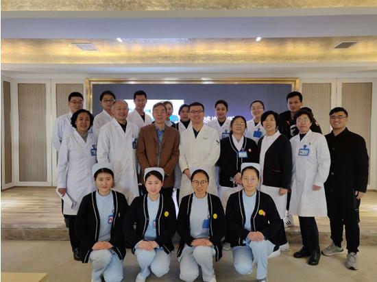 张强医生集团郑州医生团队与天润国际医学中心医护人员合影