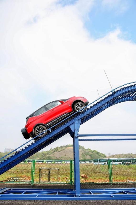 前所未驭 比亚迪元河南正式上市高清图片