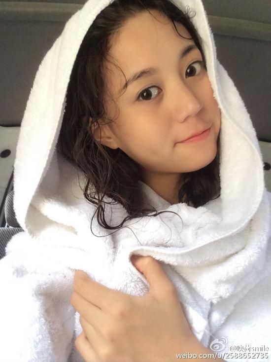 浙传校花清纯写真 甜美浅笑展女神魅力_焦作频
